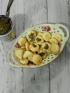Ideal para acompañar un buen mate con amigos. Tapas, 2 Ingredients, Spices, Sweet Treats, Recipes, Sour Cream, Pound Cake, Convenience Store, Kitchen Stove