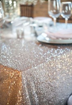 Glitter table cloth - absolutely PERFECT for any Lilly girl's party!  Picture courtesy of @Style Me Pretty #lillyholiday