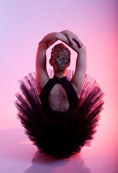 A bailarina aprende e continua a aprender ..... A dança é celestial.