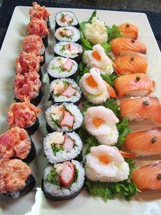 Sushi plate. http://emeetyou.com/sushi-bento/photo/66-kyanai/album?albumid=642