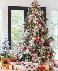 Beautiful Christmas Tree Decorations Ideas   Deck the Halls     Christmas tree