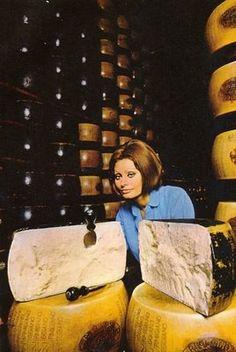 So cute! Sophia and Cheese. Sophia Loren's 1971, In Cucina Con Amore