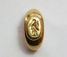 Roman gold gryllos intaglio ring, ca. 2nd century B.C.