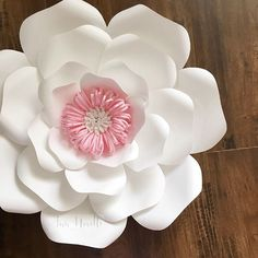 "492 Likes, 18 Comments - Darya (@annnevilledesign) on Instagram: ""Tutorial ? For this paper flower center? I think so Template: Arabella #paperflowers #paperflower…"""