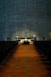 1)Tapatietoa hautajaisista. 2)Katso myös http://fi.wikipedia.org/wiki/Hautajaiset 3)http://www.kuolinilmoitukset.fi/sivut/hautajaiset-ohjeita 4)ja video http://hautajaiset.helsinginseurakunnat.fi/hautajaiset.html