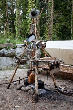 Now that's a camp kitchen ...agree? #bushcraftprojectsdiy #bushcraftsheltercabins