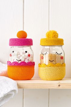 Crochet up a set of new neighbours ready to move into your kitchen, with Anabela Félix's fun jar covers. Francois and his wife, Cleo. They're always feeling full of beans (or teabags, or sug Crochet Kitchen, Crochet Home, Love Crochet, Crochet Gifts, Jam Jar Crafts, Diy Crafts, Crochet Jar Covers, Mollie Makes, Easter Crochet