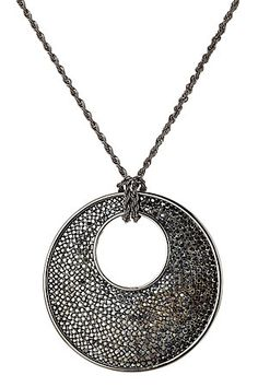 6099b1ab910ce L homme qui a redonné une image cool aux bijoux fantaisies Kenneth Jay  Lane signe ce collier argenté au pendentif amulette arrondi orné de  cristaux, ...