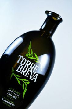 Vitriglass se complace de mostrar su trabajo para la marca de aceites Torrebreva, una botella y una serigrafía elegante para un aceite de categoría superior. www.vitriglass.es