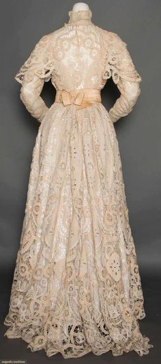 LINEN & LACE AFTERNOON DRESS, c. 2 piece cream Battenburg lace w/ cutwork linen insertions & pastel colored embroidered appliques on bodice, embroidered net lace plastron, sleeves & neckband. Clothing And Textile, Antique Clothing, Historical Clothing, 1900s Fashion, Edwardian Fashion, Vintage Fashion, Vintage Gowns, Vintage Lace, Vintage Outfits