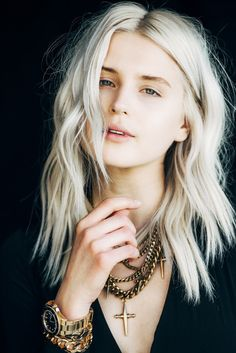 fire on the head blogger hairstyles platinum hair blonde hair natural makeup look cross gold chain gold jewelry gold watch jewels