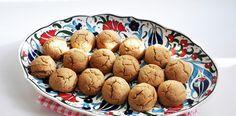 Tarçınlı MisketKurabiye Tarifi – Kurabiye Tarifleri En kolay kurabiye tarifleri arayanları kurabiye tarifleri bölümümüze davet ediyoruz.www.nefispratikyemektarifleri.comsitemizdeki beğendiğiniz tarifleri sosyal medya hesaplarınızdan paylaşabilirsiniz. Malzemeler 1/2 paket oda sıcaklığında margarin 3 çorba kaşığı pudra şekeri 1 adet yumurta 2 su bardağı un 1 çay kaşığı tarçın Üzeri için: 1/2 çay kaşığı tarçın 2 çorba kaşığı pudra şekeri …