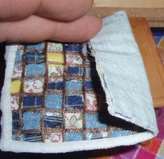 No sew miniature quilt by glueing fabrics onto cloth backing and then finishing with embroidery thread | Source: LITTLE THINGS - MIKROPRAGMATAKIA
