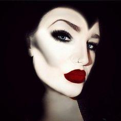 imagenes-de-bruja-la-mala-madrastra-maquillaje-brutal-labios-exagerados-en-rojo-ojos-ahumados Halloween 2015, Halloween Make Up, Halloween Ideas, Halloween Face Makeup, Maleficent Cosplay, Ideas Originales, How To Make, Diy, Makeup Tips