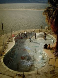 Very cool skateboard park on he edge of the ocean! I like the way the shape indicates a former swimming pool but the graffiti indicates it's use as a park! Empty Pool, Skate And Destroy, Skate Style, Skate Surf, Longboarding, Skateboards, Photos, Pictures, Abandoned Places