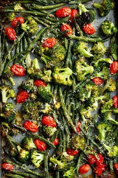 Sheet Pan Garlic Parmesan Roasted Broccoli & Green Beans is an easy-to-make and easier to eat side dish for any meal! A family and reader favourite! Sheet Pan Garlic Parmesan Roasted Broccoli & Green Beans is an easy-to-make . Good Green Bean Recipe, Delicious Green Beans, Green Bean Recipes, Veggie Recipes, Green Vegetable Recipes, Beans Recipes, Healthy Recipes, Pan Green Beans, Thanksgiving Green Beans