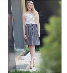 #stefanel #stefanelvigevano #look #moda #trendy #fashion #style #stile #gonna #riga #skirt #woman #donna #girl #shopping #negozio #shop #vigevano #lomellina #piazzaducale #sfilata #bianco #white #abbigliamento #Primavera #estate #summer #spring #giardino