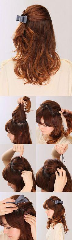 ミディアム・令嬢テイストハーフアップ 1.ハチライン上を指でジグザグに分け取る。 2.①で分け取った髪をねじりながらサイドにもっていく。 3.ねじった髪を押さえながら、トップの髪を引き出してボリュームアップ。 4.ハチライン上でねじった髪をピンで留める。 5.ピンが隠れるようにバレッタをつける。