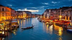 Che ne pensate di prolungare i festeggiamenti di San Valentino per partecipare al Carnevale di Venezia? Auguri a tutte le coppie innamorate!