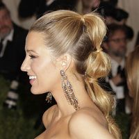Spring Hair Trend: How to Recreate Blake Lively's Rippled Pony - thin grippy elastics Evening Hairstyles, Spring Hairstyles, Ponytail Hairstyles, Pretty Hairstyles, Hair Styles 2014, Short Hair Styles, Glamorous Hair, Hair Images, Wedding Hair And Makeup