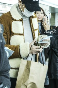 Kai - 160218 Incheon Airport, departing for Chicago Credit: Amber. (인천공항 출국)