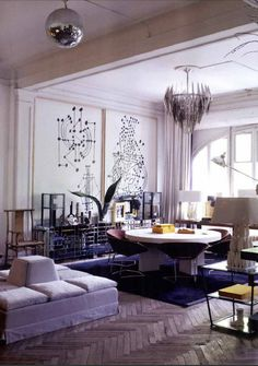 Lazaro Rosa Violan via Australian Vogue Living {gray and white mid-century art deco modern living room} Vogue Living, Beautiful Interiors, Colorful Interiors, Deco Paris, Deco Design, Interior Design Studio, Interior Design Inspiration, Interior Ideas, Interiores Design