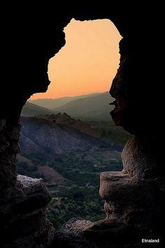 Uno scorcio di paradiso | photo taken from the castle in Calatabiano, Catania #Sicily