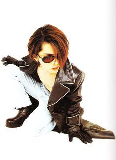 #hyde #hidetotakarai #takarai #hydetakarai #larcenciel #vamps #ラルクアンシエル #寶井秀人 #1996 Gackt, Flower Boys, Visual Kei, Rock Bands, Short Hair Styles, Singer, Celebrities, Happy Faces, Asian