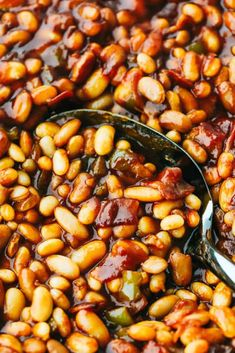 I am showing you how to make the best baked beans from start to finish. Making homemade baked beans is a lot easier than you think! Best Baked Beans, Homemade Baked Beans, Baked Beans From Scratch, Recipe From Scratch, Bean Recipes, Side Dish Recipes, Dried Beans, Stuffed Green Peppers, Cooking Recipes