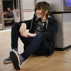 Sup I'm Damon Fizzy. I'm Pansexual and I love to hangout with people so we could if you want. Also My bro is Tyler