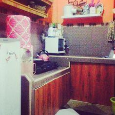 Ini malem habis bebenah dan lalu #iseng jeprat-jepret #baitijanati nya kita.. .. #nggriyoalabsyar #kitchen #tinyhouse #wooden #chocolate #homenliving #friday #enjoy #motherhood  by rdewaniputri