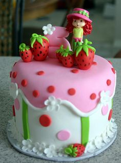 Strawberry Shortcake Cake ~ reminds me of Victoria Plum , the childrens story book my mum used read to me when I was little. Pretty Cakes, Cute Cakes, Fondant Cakes, Cupcake Cakes, Strawberry Shortcake Birthday Cake, Individual Cakes, Crazy Cakes, Girl Cakes, Creative Cakes
