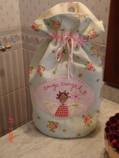 Tilda Bag by Atelier Lavender Sewing Crafts, Sewing Projects, Projects To Try, Diy Crafts, Purse Patterns, Quilted Bag, Fabric Dolls, Handmade Bags, Doll Accessories