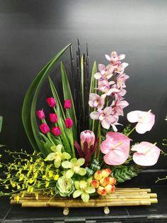 Floral arrangement Tropical Floral Arrangements, Creative Flower Arrangements, B… Creative Flower Arrangements, Tropical Flower Arrangements, Modern Floral Arrangements, Church Flower Arrangements, Beautiful Flower Arrangements, Floral Centerpieces, Tropical Flowers, Beautiful Flowers, Deco Floral