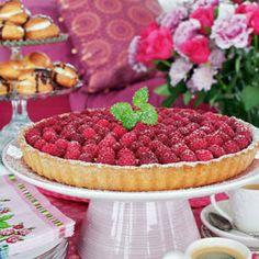 Hallonpaj med vaniljkräm - godaste receptet - Mitt kök Raspberry, Cookies, Fruit, Glass, Sweet, Food, Crack Crackers, Candy, Drinkware