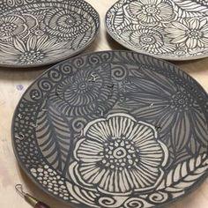 花のお皿、制作中! #ceramics #器 #皿 #辻本喜代美 #食器 #プレート #pottery #clay#アトリエ陶喜