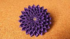 We made a corsage of purple dahlia.