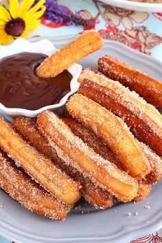 Homemade Churros with chocolate dip. Try this churros recipe for yummy crunchy dough-fried treat with chocolate dip sauce. Filling and so easy to make. Köstliche Desserts, Delicious Desserts, Yummy Food, Cinnamon Desserts, Spanish Desserts, Food Deserts, Chocolate Dipped, Chocolate Churros, Valrhona Chocolate