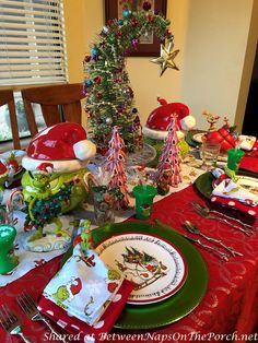 How the Grinch Stole Christmas Table Setting, Perfect for Children or the Young at Heart Grinch Christmas Decorations, Merry Christmas, Grinch Stole Christmas, Whimsical Christmas, Christmas Table Settings, Nordic Christmas, Christmas Tablescapes, Beautiful Christmas, Christmas Themes
