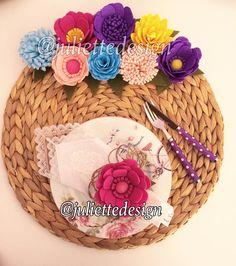 En güzel mutfak paylaşımları için kanalımıza abone olunuz. http://www.kadinika.com Bu aralar yer gök Çiçek olsun istiyorum rengarenk cıvıl cıvıl Çiçekli hasır servisler ve peçete yüzükleri için whatsapp dan ulaşabilirsiniz 541 7404770 Çiçeklerin tamamı elde yapılmaktadır lütfen plastik çiçeklerle kıyaslama yapmayınız şişşştttt taklit de yok