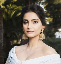 How To Steal Sonam Kapoor's Make Up Look For Your Big Day