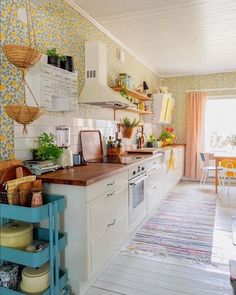 Flawless 7 Beautiful Bohemian Kitchen Design Idea You Can Imitate When arranging kitchen designs, usually only some people dare to express different styles. Most kitchens are designed in a minimalist style that tends. Interior Modern, Interior Design Kitchen, Interior Decorating, Kitchen Designs, Bohemian Kitchen Decor, Beautiful Kitchens, Cheap Home Decor, Industrial Design, Sweet