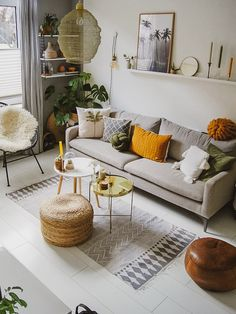 58 Attractive And Inspiring Modern Minimalist Living Room Designs ~ Ideas for House Renovations Home Interior, Interior Design Living Room, Living Room Designs, Living Room Decor, Small Living Rooms, Sage Living Room, Living Room Cushions, Interior Livingroom, Interior Ideas