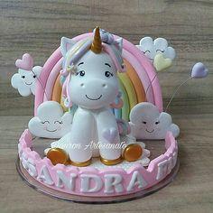 Topo de bolo Fondant Toppers, Fondant Cupcakes, Baby Cakes, Cake Templates, Pony Cake, Ballerina Cakes, Fondant Animals, Polymer Clay Christmas, Unicorn Birthday Parties