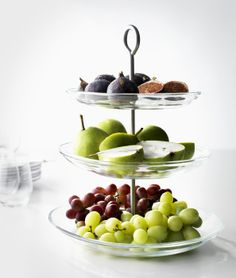 Display cake and fruit in style