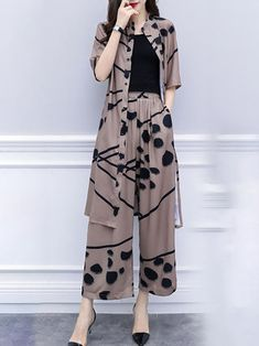 Buy Printed Two-piece Set For Women from Tiana at Stylewe. Online Shopping Style… Buy Printed Two-piece Set For Women from Tiana at Stylewe. Online Shopping Stylewe Chiffon Two-Piece Set For Women Printed Coffee Printed. Fashion Pants, Look Fashion, Hijab Fashion, Fashion Models, Fashion Dresses, Fashion Design, Pakistani Fashion Casual, 90s Fashion, Korean Fashion