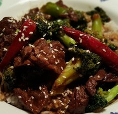 One Pot Pressure Cooker Chinese Take-Out Beef and Broccoli with Rice is delicious and simple to make right in your own home. The rice cooks at the same time as the Beef and Broccoli, right in the same pot.