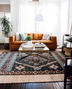 Colorful Hotelette Dallas AirBnb Home Tour 2019 warm living room // orange sofa // layered rugs The post Colorful Hotelette Dallas AirBnb Home Tour 2019 appeared first on Sofa ideas. Living Room Orange, Eclectic Living Room, Boho Living Room, Living Room Designs, Living Area, Interior Design Living Room Warm, Bohemian Living, Colorful Living Rooms, Living Room Rugs
