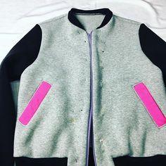 Kolejna bomberka powstaje . ✂️😄 zapraszam na blog jest tam opis jak to zrobić 👍🤗💞. ⏭ www.domowakrawcowa.pl #bluza #womenstyle #stylistka #women #pinkhair #domoweinspiracje #clothes #bomberka #domowakrawcowa #sewing #sew #sewsew #frontalsewin #sewsewsew #sewcialists #krawcowa #szyciezpasją #szycie #szycienamaszynie #nähen #nähenfüranfänger #nähenfürkinder #nähenmachtsüchtig #costura #costurando #costuracreativa #kreatywnamama #kreatywnie #kieszenie Frontals Sew In, Pink Hair, Happy New Year, Cry, Adidas Jacket, Sewing, Clothes, Instagram, Style