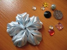 origami-like flower tutorial in russian.  pictures alone seem sufficient, though.